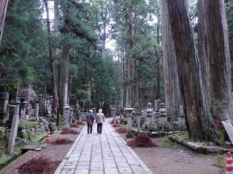 高野山奥の院への観光ルート